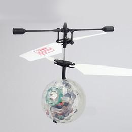 rc mini helicóptero envío gratis Rebajas Mano volando UFO Ball LED Mini suspensión de inducción RC aviones volando música Toy Ball Kid regalo de cumpleaños