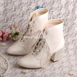 Venta al por mayor-Wedopus MW355 Womens White Ivory Satin Party Shoes Lace-up Med Chunky Tacón nupcial de la boda Botas desde fabricantes