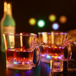 Corazón de plástico se enciende online-Taza de flash en forma de corazón de plástico LED Light Up Cup Eco Friendly tazas de amantes luminosos de colores en Bar Party 5 5jc R
