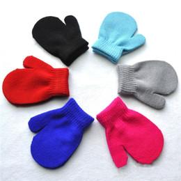 2018 Yeni Varış Bebek Çocuk Eldiven 7 Şeker Renkler Bebek Kız Erkek Kış Sıcak Eldiven Toddlers Katı Bebek Çocuk Sıcak Renklendirme Eldiven Eldivenler cheap warm winter mitten glove nereden sıcak kış eldiveni tedarikçiler