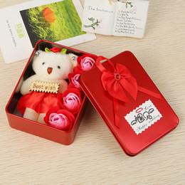 Niedliche kleine mädchen puppen online-Rose Blumen mit kleinen niedlichen Bären Puppe kreative Seife Blume Geschenkbox romantische Geburtstagsgeschenk für Mädchen 6 8my C R