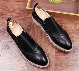 Wholesale Shoe Pageant - New Men luxury Designer Vintage Bullock pointed Shoes Loafers Oxford Wedding Homecoming Pageant Dress Shoes Moccasins