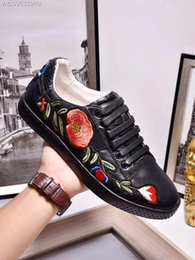 Wholesale Womens Flower Shoes - New Designer Low Top Black Leather Flower Embroidery Casual Shoes Fashion Luxury Sneakers for Mens Womens