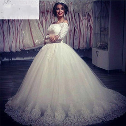 Wholesale court wedding veil - Charming 2018 Cap Sleeve Ball Gown Arabic Wedding Dresses Court Train Appliques Beaded With Veil Tulle Lace Bridal Wedding Gowns