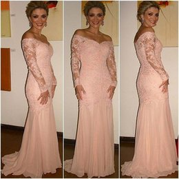 Wholesale Mothers Wedding Outfits - Elegant Pink Lace Mother of the Bride Dress Off the Shoulder 2017 Long Sleeves Wedding Guest Outfit Chiffon Plus Size