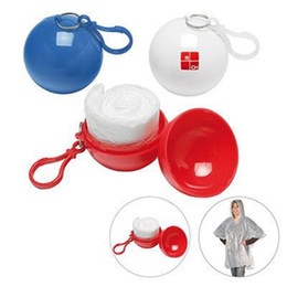 Kugelförmiger Regenmantel-Plastikball-Schlüsselkette Wegwerfportable Regenmäntel-Regen-Abdeckungen-Spielraum-Ausflug-Ausflug-Regen-Mantel 200pcs OOA2127 von Fabrikanten