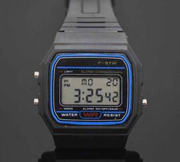 Relojes deportivos de plástico online-Led Digital Relojes de plástico negro Reloj deportivo para hombre Reloj de pulsera electrónico F91W electrónico Reloj LED ultra delgado LED delgado