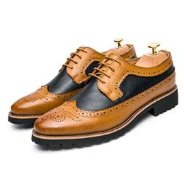 Wholesale British Patchwork - Fashion Men Brogue Carved Genuine Leather Casual Shoes British Retro Sewing Lace Up Bullock Business Shoe wedding shoes oxford