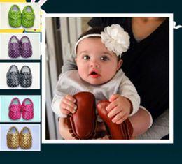 2019 lenzuola in gomma Baby Soft PU Scarpe da passeggio nappa baby dot Scarpe con nappe frangiate Mocassino Nappe Baby First Walkers 14 colori