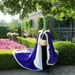 Robes de mariée victorienne Cape de mariée bleu marine / IVOIRE satin avec fourrure garniture de mariage Cape pour 2017 hiver / 2017 printemps ? partir de fabricateur