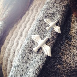Wholesale Brooch Doves - Hot Fashion Jewelry Girl Retro White Peace Dove Animal Brooch Lapel Pin Brooches For Women 1Piece 5X006