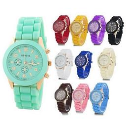 Reloj estilo ginebra oro online-Lujo Mint Green Geneva reloj Nuevo estilo Shadow ginebra reloj Rosa oro color goma caramelo de silicona unisex Ginebra relojes de cuarzo
