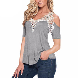 pizzo batwing più cime di formato Sconti Hot Fashion 2018 donne camicette in cotone patchwork pizzo all'uncinetto camicie casual off spalla manica corta top plus size S-5XL