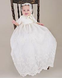 646d8cd0be3ef Nouvelle Arrivée Noble Bébé Filles Robe De Baptême Blanc Beige Robe De Baptême  Dentelle AVEC BONNET Robe 0-24 mois