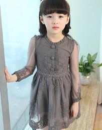 2017 Kinder koreanischen Stil Mädchen Prinzessin Grenadine langen Ärmeln Kleider Spitze elegante reine Farbe Carving Blumenkleid Q0291 von Fabrikanten