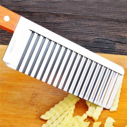 Wholesale Wave Cutter - Wooden handle Potato corrugated Shredders Slicers French style wave knife Crinkle Cutter Wax Vegetable Soap Wavy Cutter pull potato silk