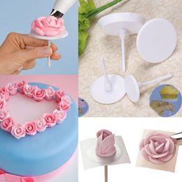 Deutschland Neue 4 stücke Kuchen Icing Creme Blumennägel Set Stehen Cupcake Halter Für Kuchen Sugarcraft Dekorieren Tool Versorgung