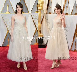 Wholesale Celebrity Tulle Oscar Dresses - Felicity Jones 89th Oscars 2017 Celebrity Evening Dresses Ball Gown Spaghetti V-Neck White Lace Ankle-Length Dress for Prom Party Gowns