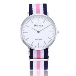 Женва смотрит на полосы женщин онлайн-Мода мужчины наручные часы Женева смотреть многоцветный полоса ткань Холст нейлон ремешок ультра тонкий человек женщина унисекс кварцевые часы Спорт наручные часы