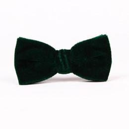 Pajarita de terciopelo verde online-Envío gratis TIESET Clip-ons Blackish Green Velvet Bow Tie Para Gentleman Party Tipo de clip de boda y Navidad Verde oscuro