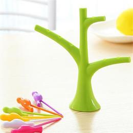 оптовая торговля фруктами Скидка Wholesale- Tree Bird Plastic Candy Color Fruit Forks Stand Forks Toothpick On The Tree Gadgets Tableware Dinnerware Sets Kitchen Tool