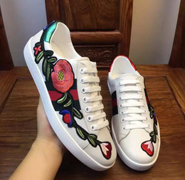 Wholesale Womens Flower Shoes - 2017 Hot sale Spring Fall men Womens Fashion White Genuine Leather flowers luxury brand Flat Casual Shoes Shoes 35-45