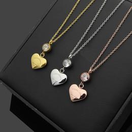 afb899d9b4e0 Nuevo acero inoxidable amor colgante collar de corazón mujeres plata   oro    oro rosa cadenas de cristal gargantilla collares para mujeres joyería de  la ...