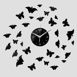 Adesivi volanti della farfalla online-Adesivi murali a specchio 3d Acrilico Europa Adesivo Home Decor Poster Cucina Flying Butterfly Horse Grande orologio da parete TT306