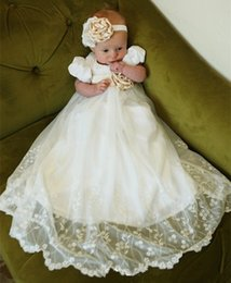 Wholesale cheap baptism gowns - 2017 New Cheap Baby Infant Girls Christening Dress Lace Applique White Ivory Boys Girls Baptism Gown With Bonnet Belt Vestido de bautismo