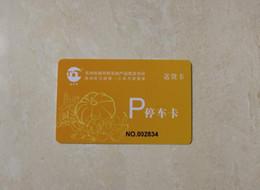 Imprimir cartões pvc on-line-Cartões de fidelidade de membro de cartão de PVC brilhante personalizado VIP cartões de fidelidade número de código de barras de membro cartão de plástico