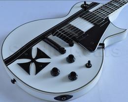 Custom LTD James Hetfield Métallique Fer Croix Classique Blanc Neige Guitare Électrique Boîte de Batterie 9V Micros EMG Actifs Noir Matériel ? partir de fabricateur