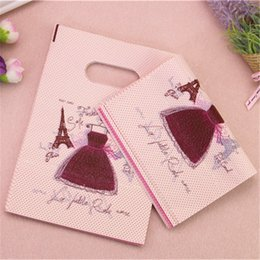Wholesale Vintage Style European Tower - Wholesale-2017 New Style Wholesale 100pcs lot 13*18cm Luxury European Vintage Eiffel Tower Gift Packaging Fashion Loutique Skirt Gift Bag