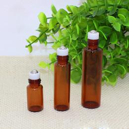 Botella esencial de oro online-Golden Screw Cap 2.5 ml 5 ml 10 ml de vidrio ámbar Mini Essential Roller-on Botellas SS bola de metal para el cuidado de la aromaterapia pequeñas botellas de vidrio de aceite
