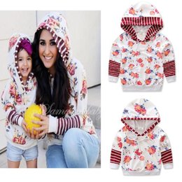 Wholesale family mothers - 2017 Mother And Daughter Clothes Summer Floral Hoodies Family Dress Alikes Fashion Cotton Hooded Outwear Boutique Sweatshirts Clothes
