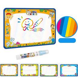 Gekritzel zeichnung spielzeug online-50x34 cm Baby Kinder Wasser mit Magic Pen Doodle Malerei Bild Wasser Zeichnung Spielmatte in Zeichnung Spielzeug Bord Geschenk Weihnachten