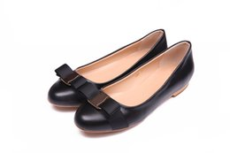 Wholesale Lady Dress Big Woman - Big Size Women Flats Brand Genuine Leather Ballet Shoes Woman Bow Tie Designer Flats Ladies Zapatos Mujer Sapato Feminino. DA002