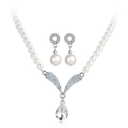 Wholesale first engagement - Bride crystal diamond pearl necklace pendant jewelry necklace earrings two sets of the first jewelry