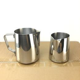 Lanciatore di latte in acciaio online-Pull Flower Cup Cylinder Milk Pitcher Pour Cream Fancy Coffee Tazza per schiumatura in acciaio inox Modello pratico Strumento 17jg F R