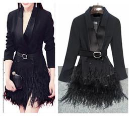 2019 vestidos de estilo de plumas 2017 nueva estrella del mismo estilo de las mujeres de moda sexy manga larga con cuello en v de avestruz de plumas de plumas medio largo blazer traje traje vestido de la capa SMLXL vestidos de estilo de plumas baratos