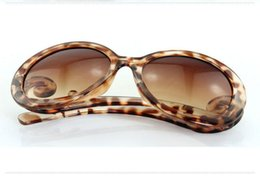 Wholesale Baroque Resin Frame - New Wholesale Baroque style Sunglasses Europe and Round Glasses Spray Clouds Butterfly Wings Sunglasses Free Shipping