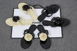 Wholesale Low Heeled White Sandals - summer classic fashion flowers decorative slippers flat women sandals beach sandals holiday cool slippers