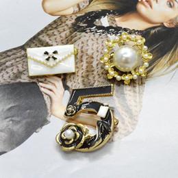 Élégante Charmante Dame Broche Noir Cinq Perles À La Mode Broches Bijoux À La Mode Vêtements Vêtements Accessoire Sac Décoration ? partir de fabricateur