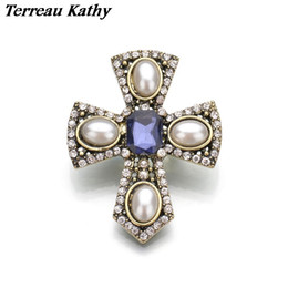 Wholesale Pearl Cameo Brooch - Wholesale- Terreau Kathy Real Shooting Cameo Simulated Pearl Brooches For Women Rhinestone Cross Metal Pin Vintage Brosh 2016 New BKb71