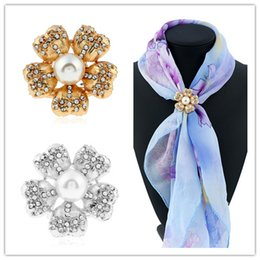 Wholesale Gold Rhinestone Brooch Buckle - Hot Selling Europe Gemstone Scarf Buckle Brooches For Women Ladies Silver Gold Plated Fashion Rhinestone Pearl Flower Hijab Scarves Buckles