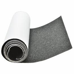 Cubierta de papel online-1 Unids 81 cm * 22 cm Negro Skate Scooter Papel de Lija Pegatina Skateboard Perforado Cubierta Cinta Adhesiva Skateboard Sand Paper Tape