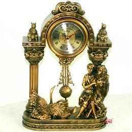 Canada Vente en gros-Mode résine artisanat horloge de bureau horloge pendule style européen doré amoureux sculpture sculpture élaborer décoration de mariage supplier european wedding decorations Offre