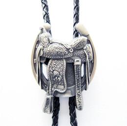 New Western Tie Clips Bolo Cravate Pour Hommes Vintage Argent Plaqué Selle De Western Horseshoe Cowboy Bottes Bolo Cravate Collier En Cuir ? partir de fabricateur