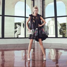 style de célébrités Promotion 2017 Robe Runway Celebrity Style Mini Robes Été Noir Asymétrique Au-Dessus Au Genou À Manches Courtes Broderie Paneled Womens H88