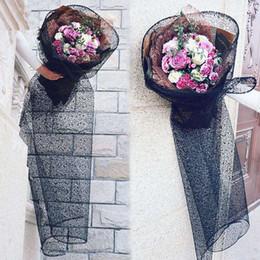 Черная подарочная бумага онлайн-Черное Кружево Сетки Цветок Оборачивая Цветы Поставки Подарочной Упаковки Цветочной Моды Bourquet Оберточной Бумаги Свадебные