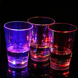 Wholesale Led Light For Shooting - Plastic LED Flash Cup Water Activated Color Change Light Light-Up blinking Rocks Barware Lamp Wine Whisky Shot Glass For Bar Club